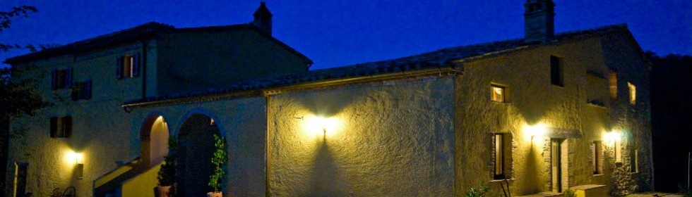 Le Marche villa San Raffaello at night