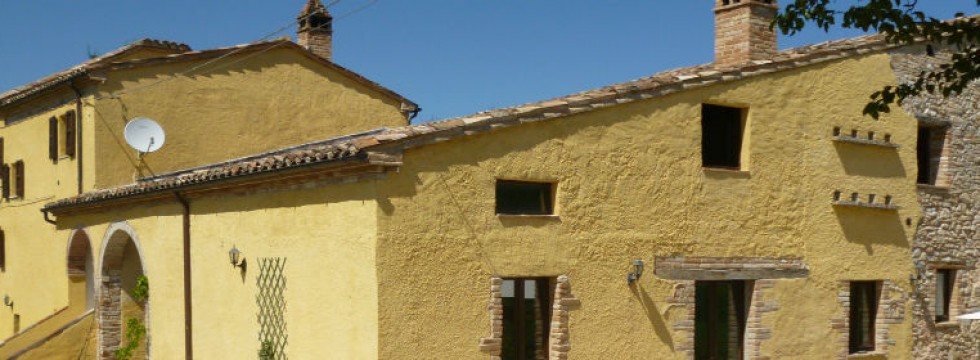 The converted Le Marche farmhouse holidays in Italy at Villa San raffaello