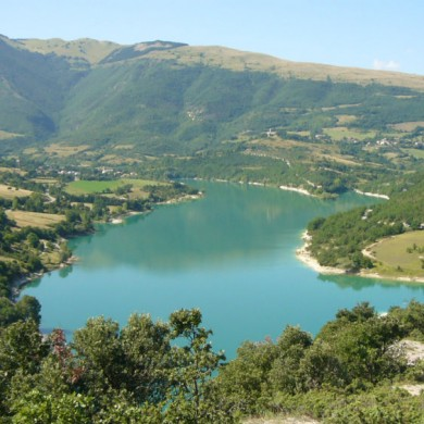 lake fiastra marche italy