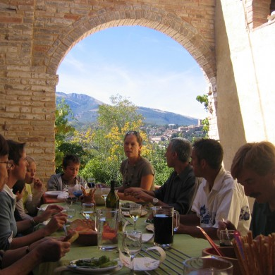 eating alfresco le marche
