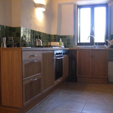 marche holiday home - kitchen