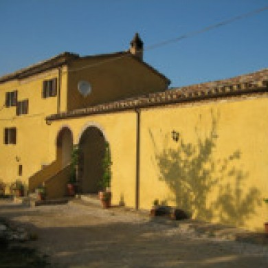 large farmhouse rental marche italy