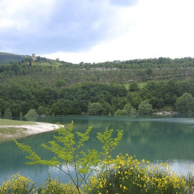 lake fiastra- holiday umbria