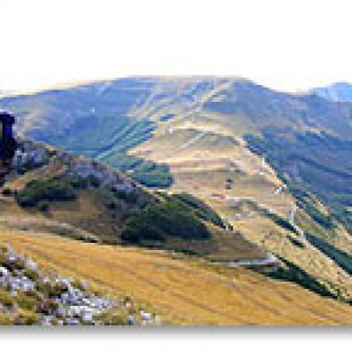 hiking marche italy