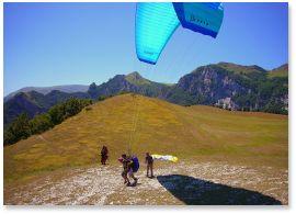 parascending-sibillini-mountains-le-marche-italy