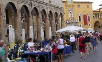 le marche markets & shopping