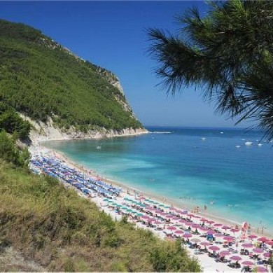 le marche beaches