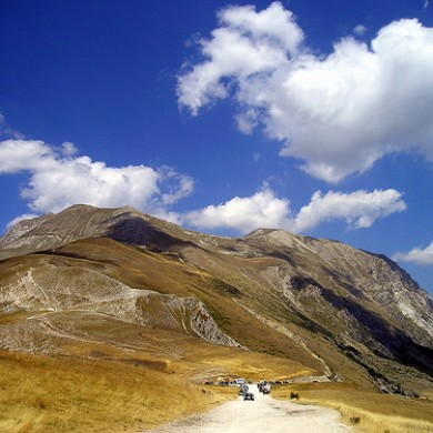 hiking le marche italy