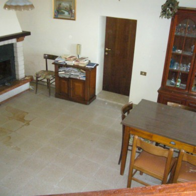 le marche country house sale